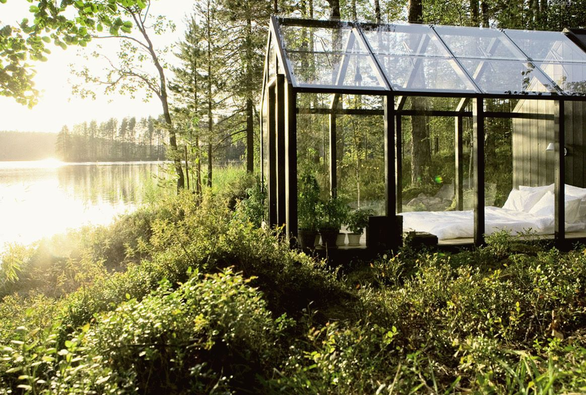GLASS HOUSE ON THE LAKE SHORE