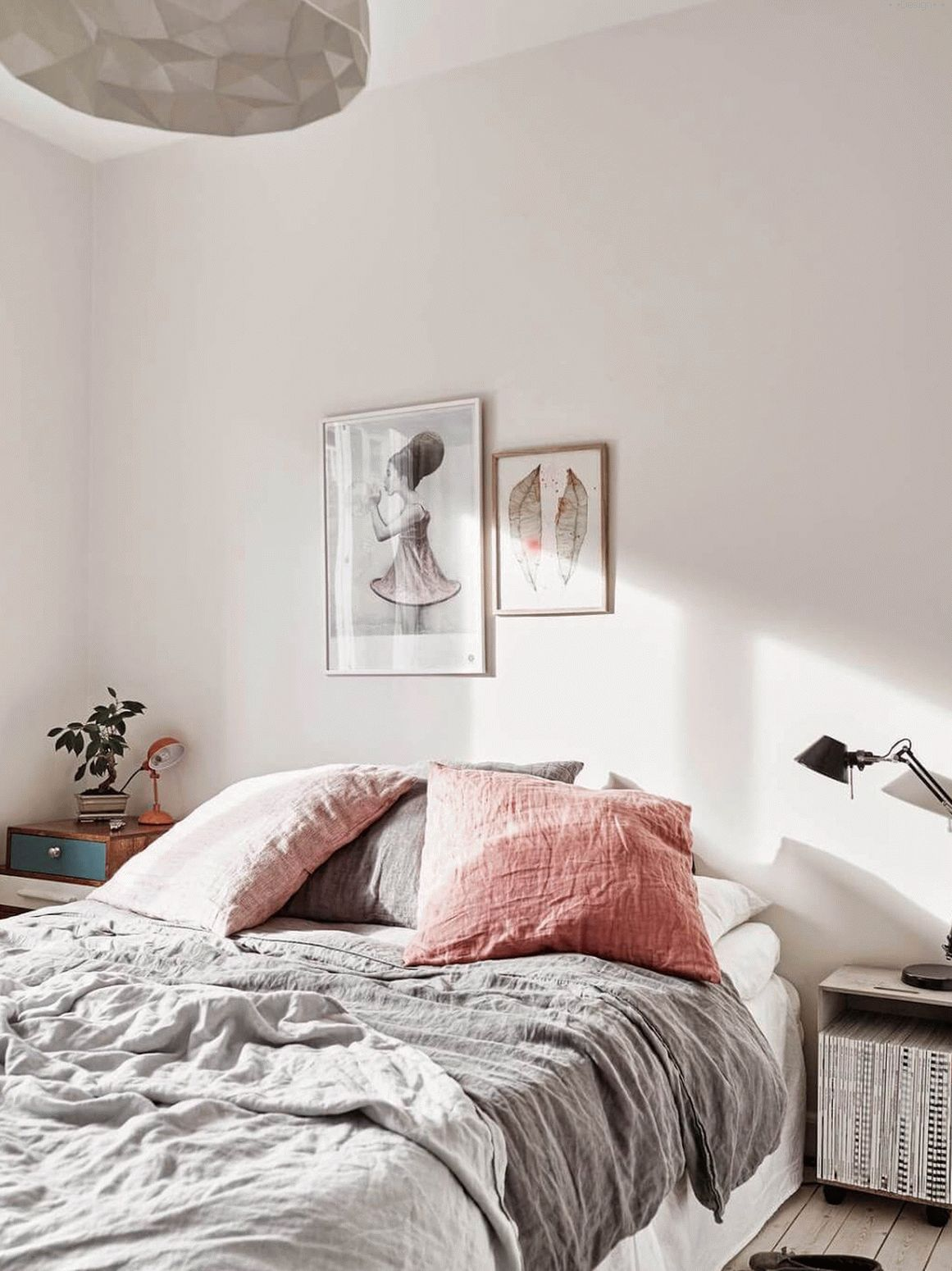 bedroom interior photo